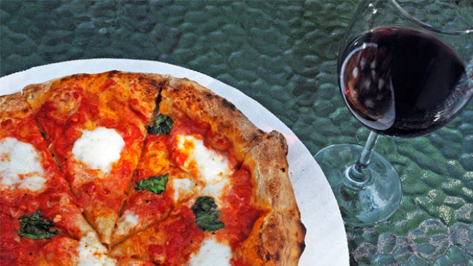 red wine pizza